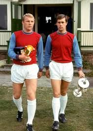 In an era of footballers so spoilt and detached that one England international allegedly threw a watch out of a taxi just because he could, the aura of Bobby Moore continues to grow. Pure Football, Retro Football, Arsenal Football, World Football, Vintage Football, Football Shirts, Football Team, West Ham Players, Geoff Hurst