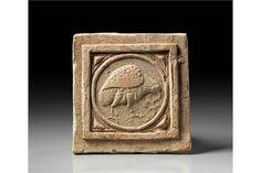 Tonkachel mit Rebhuhn. Byzantinisch, 6. Jh. n. Chr. 23 x 22cm. Rötlicher Ton mit beigem Überzug.