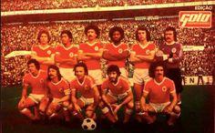 Benfica, treinado por John Mortimore em 1976/77. EM CIMA ESQ. Eurico, Sheu, Alinho, Alberto, Jose Luis e o GRANDE BENTO.EM BAIXO DA ESQ. Nene, Vitor Martins, Nelinho Chalana e Pietra.