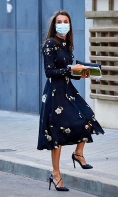 Outfits For Spain, Looks Kate Middleton, Posh Clothing, Fall Dresses, Summer Dresses, Style Royal, Spain Fashion, Queen Letizia, Royal Fashion