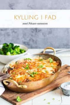Kylling i pikant ostesovs - opskrift på kylling i fad med pikantost Food Crush, Cooking Recipes, Healthy Recipes, Healthy Side Dishes, Lchf, Food Inspiration, Italian Recipes, Chicken Recipes, Dinner Recipes