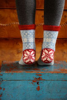 Catch a Falling Star is a stranded top down knitted winter sock made in a fingering yarn. Knitting Socks, Knit Socks, Fingering Yarn, Falling Stars, Winter Socks, Star Patterns, Mittens, Ravelry, Crochet