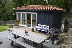 Sjarmerende hagestue ved siden av huset: - Vi har funnet mye på retrobutikker og på Facebook - Aftenposten
