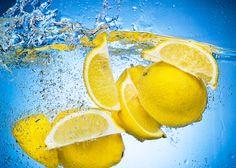 Limon ve su Su, yeryüzündeki bütün canlıların ortak ihtiyacıdır. İnsan vücudunun günlük aktivitesini sağlıklı olarak yerine getirebilmesi için yeterli miktarda su içmek çok önemlidir. Yeterli miktarda su tüketen bir insan vücudu sağlıklıdır ve hastalıklara karşı daha dirençlidir.  Limon askorbik asit yani C vitamini açısından en zengin meyvelerden biridir.   #açkarınalimonlusu #limonlusuiçmek #sabahlimonlusu