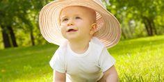 Der meteologische Sommerbeginn steht kurz bevor. Praxisvita-Expertin Dr. Nadine Hess erklärt Ihnen, wie Sie Ihr Kind vor der Sonne schützen.