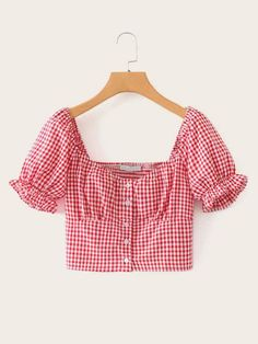 To find out about the Gingham Button Front Square Neck Shirred Blouse at SHEIN, part of our latest Blouses ready to shop online today! Look Fashion, Fashion News, Diy Fashion, Trendy Outfits, Cute Outfits, Fashion Outfits, Mode Pastel, Style Casual, Blouse Online