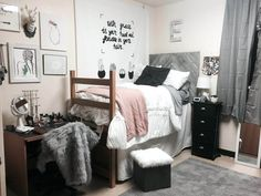 College dorm room ideas creative to make your space more cozy . college room decor guys for decoration decorating dorm ideas . Dorm Room Closet, Cozy Dorm Room, Dorm Room Storage, Cute Dorm Rooms, Room Organization, Dorm Room Tumblr, Dorm Room Comforters, Dorm Bedding, Bedding Sets