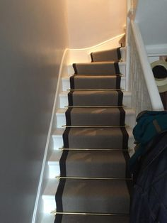 portfolio carpets grey stairs black border golden stairrods 02