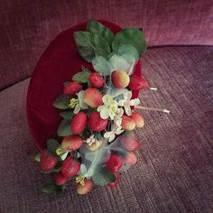 French Curves: Petit Pois vs Fleurs – Polkadots and Strawberries Dapper Day, Mai, Strawberries, Fascinator, Curves, Polka Dots, French, Fruit, Heels