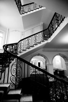 A London Tourist Guide. You Don't Need A Travel Agent To Pick A Great London Hotel. A great hotel turns your vacation into a fantasy. London Hotels, Black And White Stairs, Hotel Safe, Mayfair London, Great Hotel, Stairways, Architecture Details, Future House, Indoor Outdoor