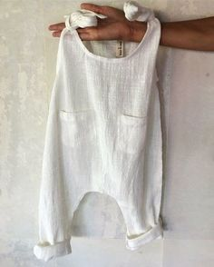 Summer Baby Outfits Pretty white boho baby romper in soft cotton or linen. The post Summer Baby Outfits appeared first on Summer Ideas. Fashion Kids, Baby Girl Fashion, Fashion Fashion, Spring Fashion, Fashion Outfits, Fashion Trends, Baby Clothes Patterns, Baby Dress Patterns, Boys Sewing Patterns