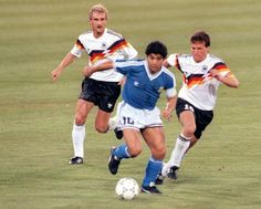 Rudi Völler (left, West Germany), Diego Maradona (centre, Argentina) and Lothär Matthaus (right, West Germany) during the Final of the 1990 FIFA World Cup in Italy. The West Germans prevailed to avenge their loss to Argentina four years earlier. Retro Football, World Football, Football Stadiums, Football Kits, Vintage Football, Sport Football, Football Memorabilia, Fifa, Soccer Pro