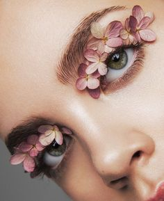 art direction & styling idea for feminine make up floral inspired editorial forget me not. beauty editorial for LUCY's Magazine Makeup Trends, Makeup Inspo, Makeup Inspiration, Makeup Ideas, Kreative Portraits, Eye Makeup, Hair Makeup, Flower Makeup, Make Up Art