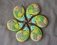 holy sh*t. the work involved. eeesh. paisley peacock cookies...my two favs combined!!! lo0o0ove!