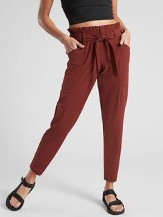 Athleta typically makes clothes out of materials that are good for sweating in, so it's neat to see tie-waist pants available from them :) Athleta Skyline Pant Fall Outfits For Work, Casual Work Outfits, Curvy Outfits, Work Casual, Women's Casual, Casual Pants, Summer Workout Outfits, Pantalon Cargo, Blazer