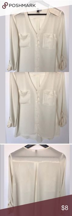 H&M Women's Long Sleeve Top Size US 4 • 100% Polyester  • Two front pockets  • Shoulder button  • Adjustable sleeve  • Smoke free H&M Tops Button Down Shirts