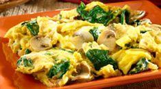 El desayuno es la comida más importante del día, además de que al hacerlo estarás activando tu metabolisto de forma natural. Este desayuno para bajar de peso es a base de champiñones y huevo con espinaca. Ingredientes 1 cucharada de aceite de oliva 1 taza de champiñones 2 tazas de espinaca 1… Potato Salad, Potatoes, Chicken, Breakfast, Healthy, Ethnic Recipes, Tortillas, Food, Base