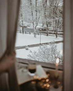 Winter feels ❄⛄☔ Snow days are now a thing of the past living in Australia, but never the less candles and hot chocolates will always be a winner! I Love Snow, Winter Love, Winter Day, Winter Is Coming, Winter Snow, Winter Christmas, Christmas Time, Snowy Window, Winter Photos