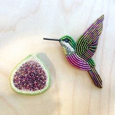 Beaded hummingbird brooch, embroidered hummingbird, colibri brooch, hummingbird pin, bead embroidery, bird brooch, fig brooch