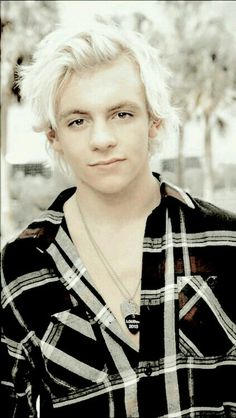 Ross Lynch! I love him!
