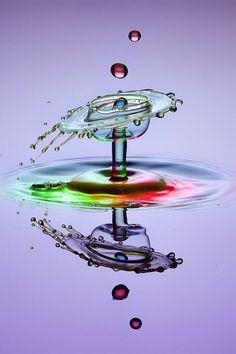 Reflection - Photograph purple water glass by Iwan Pruvic Broken Glass Art, Shattered Glass, Sea Glass Art, Stained Glass Art, Fused Glass, Water Drop Photography, High Speed Photography, Water Art, Water Glass