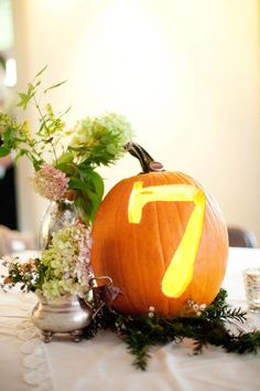 3416a963e586af89d4a4c54b5b186b27  small pumpkins white pumpkins - Halloween Events! (Spooky) Ideas and Inspiration