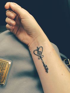 I want this design but with music notes around and maybe some flowers... But much smaller and the opposite direction