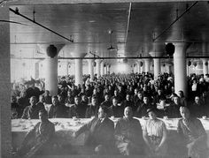 Soldiers in cafeteria - 1910 1918