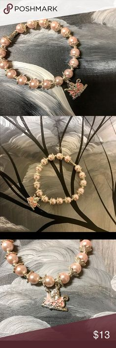 ✨NWOT✨Flower Glass Pearl Bracelet *Stretch Bracelet*The color is light pink it look closer the white color*Beautiful Bracelet*Glass Pearl*Made by me😊 Jewelry Bracelets