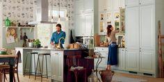 Et lykkelig par med sitt Herregaard Palett fra Sigdal-kjøkken.