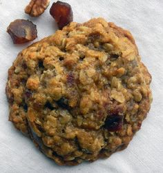 If you are an oatmeal cookie fan this will be your #1! Baked with whole grain oats and packed with sweet Medjool dates, toasted pecans and seasoned with a gourmet cinnamon blend. Cookie is 2.8 to 3 ou                                                                                                                                                     More