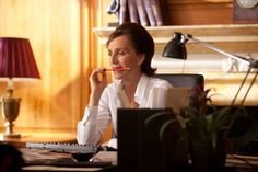 Despite Ewan McGregor's overwhelming, irresistible cuteness, Kristin Scott Thomas's high-calibre bitch of a PM's press officer wins the vote as my fav. Did not expect such radiant performance from the mediocre film. Really, only Kristin Scott Thomas can pull it off this way so effortlessly yet magnificently.