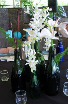 PAIKO -green bottles with white flowers for st Patrick 's day.....or just like the wine bottle idea for a Ladies Brunch outside w/ pretty spring flowers