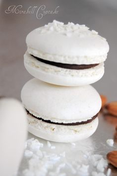 Macarons with coconut