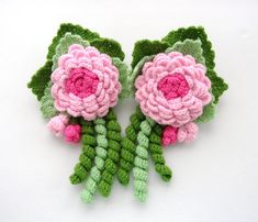 Hand crocheted Pair of Curtain Tie Backs Romantic Roses made using acrylic yarn.    Tie length approx : 65 cm (with loops)   Each Rose approx: 13