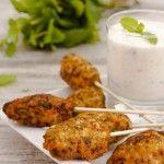 Típicos de Oriente Medio, los keftas son una especie de albóndigas con especias, en muchas ocasiones insertadas en palitos de madera y acompañados de salsa de yogur, pepino y menta. La elaboraci