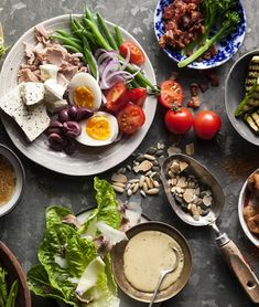 Think you know what a superfood is and isn't? We've narrowed down a selection of The Real Superfoods, foods that are nutritious, delicious and inexpensive. Banting Diet, Banting Recipes, Raw Food Recipes, Healthy Recipes, Ketogenic Diet, Pesto, Yogurt, Raw Food Diet Plan, Dessert Mousse