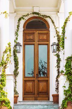 Obtenez un devis gratuit pour refaire vos fenêtres et portes !  À l'heure de choisir ses portes et ses fenêtres, différentes questions doivent se poser : quelle matière choisir ? Quel type de vitrage ? Comment optimiser l'ensoleillement naturel ? Quel type d'ouverture privilégier ?   Trouvez le pro de vos rêves pour refaire la menuiserie de votre habitat !