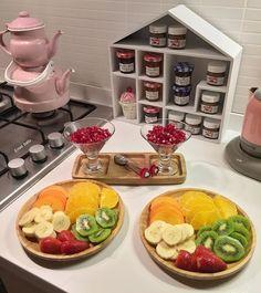 Girly home decor Yummy Drinks, Yummy Food, Tasty, Food Design, Food Decoration, Food Platters, Arabic Food, Morning Food, Food Presentation
