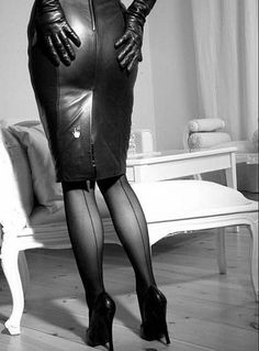 Free high heels and leather skirt, high quality photos Fetish Fashion, Latex Fashion, Black Leather Pencil Skirt, Leather Pants, Leather Dresses, Leather Gloves, Hobble Skirt, Leder Outfits, Stockings And Suspenders