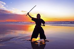 """""""One should make his decisions, within the space of seven breaths."""" #hagakure #motivation #quote #youcom #youcommedia #motivación #samurai"""