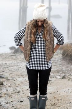45 Chunky Fur Vest Outfits Ideas to try this Winter - Fashion Enzyme Fur Vest Outfits, Flannel Outfits, Cute Fall Outfits, Fall Winter Outfits, Autumn Winter Fashion, Winter Style, Flannel Clothing, Casual Winter, Winter Clothes