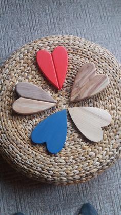 Srdíčka - různé barvy a materiály.  Sandstone Rock