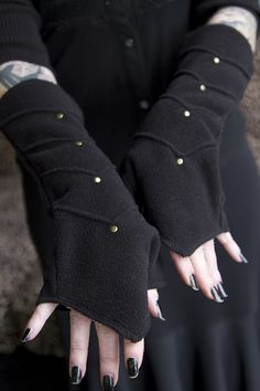 Brass studs highlight the chevrons that run down these super soft fleece arm warmers. With a comfortable place just for your thumb and a longer, pointed edge on the hand, they keep all those cold-prone joints cozy.  Perfect for layering over gloves too!   ...as shown in the final image of these in black.