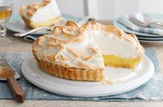 Try our lemon meringue pie recipe. Want to make a lemon meringue pie? Here's how to make creamy lemon pie filling, light meringue topping and perfect pastry Dinner Party Desserts, Köstliche Desserts, Dessert Recipes, Lemon Marange Pie, Robot Thermomix, Lemon Meringue Cheesecake, Tesco Real Food, Shortcrust Pastry, Pie Recipes
