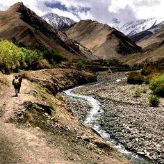 Secret to Meditating While Trekking at Feet / Uncornered Market Stuff To Do, Things To Do, Leh Ladakh, Travel Guide, Budget Travel, Amazing Adventures, India Travel, Trekking, Adventure Travel