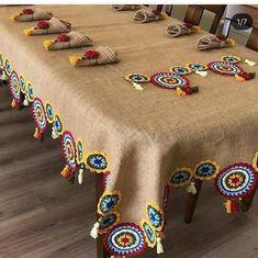 """Melonun Dünyası on Instagram: """"Bazı detaylar cok aşk ❣️ değil mi . Nasıl güzel bir emek , 👏 resimleri sola kaydırmayı unutmayın canlarım #günaydin . . Via ❣️🎬🌟…"""" Filet Crochet, Crochet Motif, Crochet Designs, Crochet Patterns, Crochet Decoration, Crochet Home Decor, Rangoli Designs Diwali, Crochet Skirts, Table Runner Pattern"""