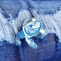 Choose from a silver or gold baby sea turtle with a beautifully detailed wave on its shell. Pin specs: - The pin measures 1 from head to tail - Hard enamel - 2 pin posts - Rubber pin backs - Includes Bag Pins, Jacket Pins, Cool Pins, Pin And Patches, Pin Badges, Lapel Pins, Pin Collection, Street Lights, Etsy