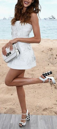 Izabel Goulart in Fendi