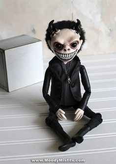 View our latest creepy dolls for sale. Gothic dolls and monsters, scary art, ooak dolls and creepy sculptures! Each handmade by Moody Misfits. Creepy Dolls For Sale, Scary Dolls, Creepy Faces, Creepy Cute, Halloween Clay, Halloween Bottles, Gothic Fantasy Art, Scary Art, Gothic Dolls